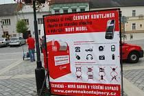 E-domek a červený kontejner jsou typickými způsoby sběru, které Asekol v Česku provozuje.