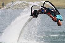 Flyboarding přilákal na Miladu řadu zájemců.