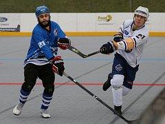 Kapitán hokejbalistů ústecké Elby DDM Michal Hubený (vpravo) nastřílel během víkendu šest branek.