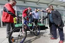 Zázemí pro cyklisty v neděli otevřelo vedení města Ústí nad Labem v zanádražním prostoru.