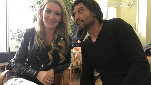 Snímek z natáčení filmu Úsměvy smutných mužů, kde ústecká pěvkyně Lenka Graf hraje manželku jednoho z pacientů protialkoholické léčebny.
