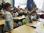 Ve třech třídách ZŠ v Krásném Březně testují speciální výukovou metodu