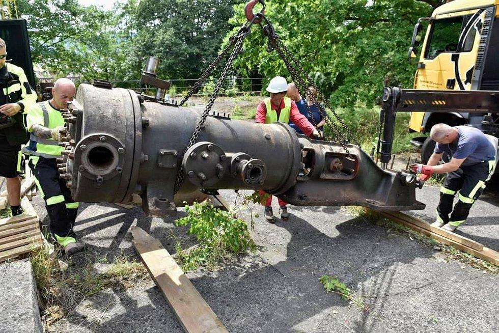 Transport strojů že Schichtovy ztužovny tuku na Střekově do muzejního depozitáře