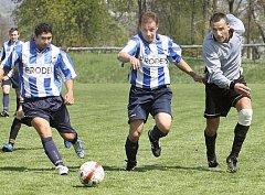 Fotbalisté Trmic si poradili i s dalším zachraňujícím se týmem. Po výhře v Liběšicích porazili v domácím prostředí Českou Kamenici 3:0 a v tabulce 1.B třídy jim patří už třetí příčka.