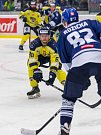 Ústečtí hokejisté (žlutí) prohráli v úvodním čtvrtfinále play off na ledě Kladna 1:3.