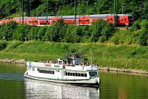 Nejnižším bodem nejen na severu Čech, ale v celém Česku, proplouvají denně lodě.