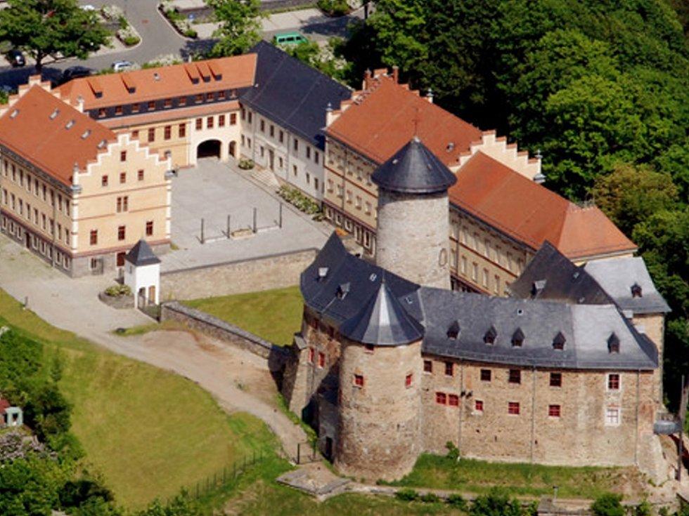 Na zámku Voigtsberg je až do 3. listopadu k vidění výstava populárních ilustrací.