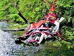 Trosky vrtulníku Augusta A-109K2 společnosti ATE po havárii 17. července 2015.
