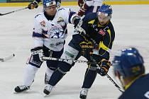 Ústečtí hokejisté (modří) doma porazili Litoměřice 4:1.