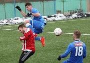 Ústečtí fotbalisté (modří) porazili v přípravě Brozany 5:4.