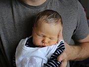Max Pleyer se narodil v ústecké porodnici 10. 6. 2017 (13.22) Elišce Kalouskové. Měřil 49 cm, vážil 3,48 kg.
