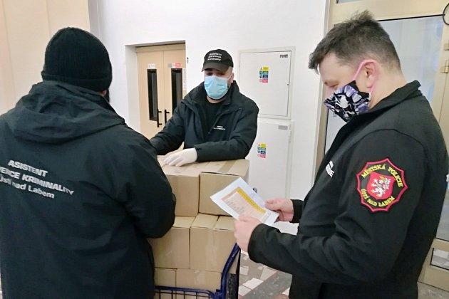 Ústečtí strážníci získali od krajského úřadu ochranné pomůcky