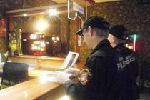 Ústečtí strážníci kontrolují restaurace.
