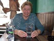 Seniorka Alena Müllerová je jako předsedkyně Svazu tělesně postižených seniorů v ústeckém Krásném Březně i ve svých 85 letech stále aktivní.