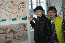 Výkresy školáků ze ZŠ a MŠ Brná budou součástí vítání turistické sezóny na hradě Střekově. Na vernisáž zašly desítky rodičů i sourozenců malých vystavovatelů.