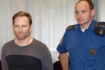 Obžalovaný Martin Píša chtěl jenom zkusit, co všechno ví dívka o sexu, když tvrdila, že to s ní údajně dělal její příbuzný, svěřoval se při výslechu před trestním senátem.