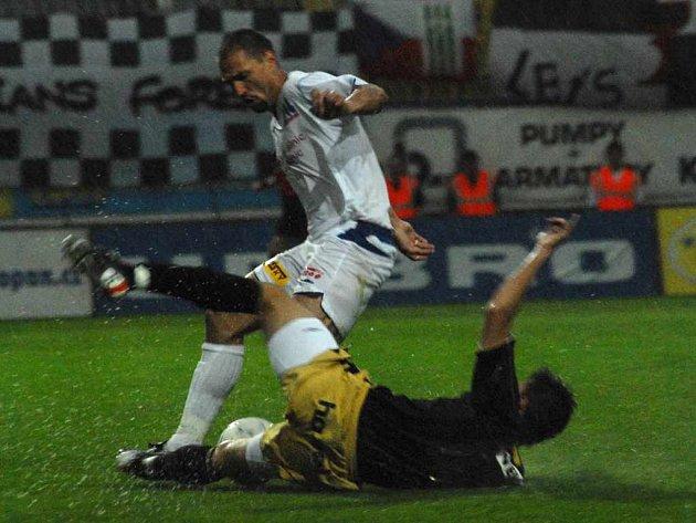 Fotbal na Stínadlech zhatil silný déšť