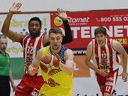 ZŠ Mírová získala pohár na MČR v basketbale.