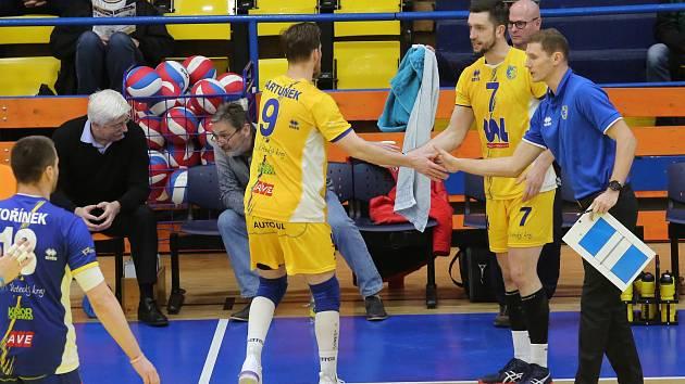 Jakub Salon (vpravo) nečekaně skončil na trenérské lavičce SKV Ústí nad Labem.