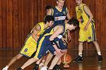 Ústečtí basketbalisté (žluté dresy) doma podlehli Opavě B těsně o dva body.