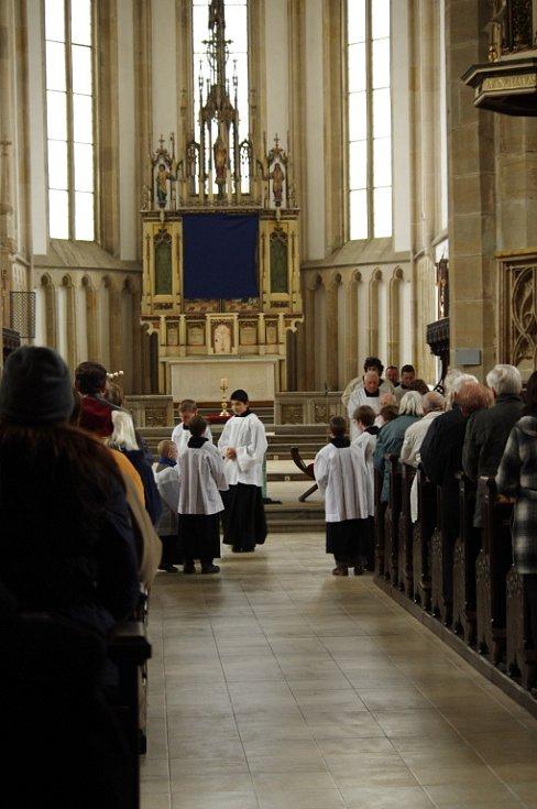 Křesťanské Velikonoce začínají pašijemi na Velký pátek.