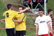 Hráče Střekova vysvobodila až trefa střídajícího Lejčka (druhý zleva).