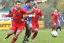 Fotbalisté Neštěmic (červení) doma remizovali s Milešovem 2:2.