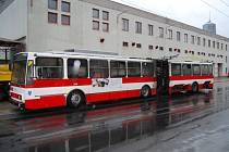 Požár trolejbusu na konečné ve Všebořicích.