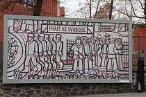 Plot klíšského kampusu Univerzity J. E. Purkyně. Projekt Fakulty umění a designu Mo(nu)mentální topografie ke 25. výročí vzniku umělecké školy - součásti UJEP.