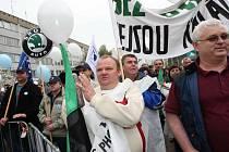 Protesty odborů před ústeckým magistrátem