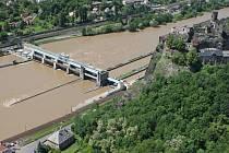 Velká voda v Ústí nad Labem na leteckém snímku, středa 5. června 2013.