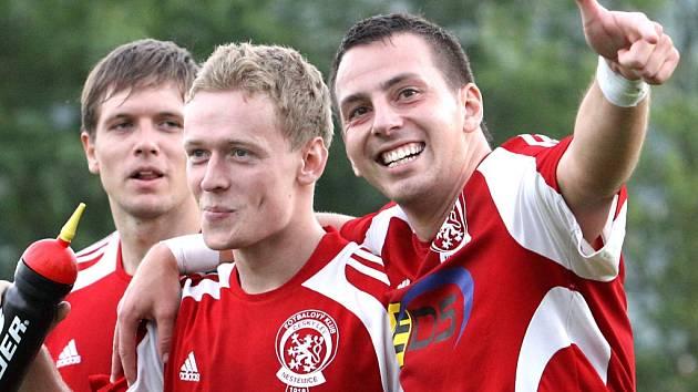 Fotbalisté Neštěmic během letošní sezony rozdávali divákům radost. To se jim vrátilo po skončení 1.A třídy, když se dozvěděli, že z druhé příčky postupují do krajského přeboru.
