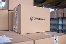 Doručovací služby odbaví desítky tisíc balíků týdně.