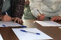 Petiční archy kolují od pátku mezi místními obyvateli, lidé je mohou podepsat i na podatelně neštěmické radnice. Ilustrační foto.