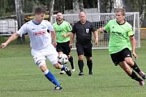 I. B třída Ústeckého kraje 6. kolo. Mužstvo Svádova - Olšinek (zelenočerní) podlehli Junioru Děčín (bílí) 0:1.