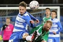 Petr Výborný (v zeleném) za Vlašim v zápase proti nedávným spoluhráčům z Ústí nad Labem.