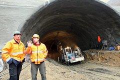 Práce na tunelu Kubačka u Prackovic nad Labem.