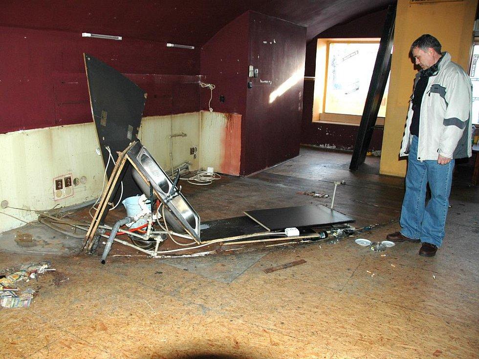 Prostory hudebního klubu Cirkus jsou k mání. Po bývalém nájemci Vítězslavu Stránském však zůstaly zdevastované a neuklizené. Ten Deníku uvedl, že si vzal pouze svůj majetek.
