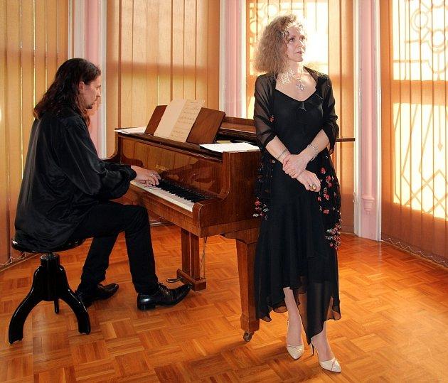 Inna Davidenko (zpěv) a Vladimír Gončarov (klavír).