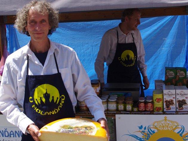 U HOLANĎANŮ lze koupit sýry vyráběné na farmách v okolí nizozemského města Gouda.