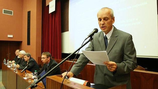 O post rektora ústecké univerzity usilují čtyři kandidáti. (na snímku Ladislav Pyšný).