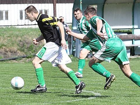 Fotbalisté Malečova (zeleno-bílí) zvítězili na půdě Božtěšic 3:2.