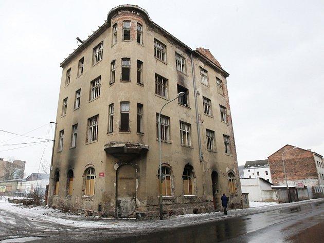 Oprava domu? Ubytovna pro Romy a bez povolení.
