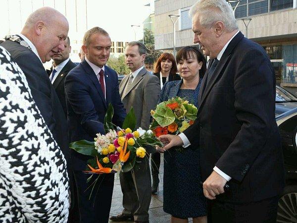 Prezidentský pár přivítal hejtman Oldřich Bubeníček schotí.