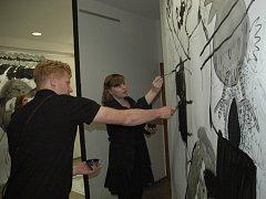 Výstava bude na Větruši do 30.8. Přístupná je od úterý do neděle, od 9 do 20.00.