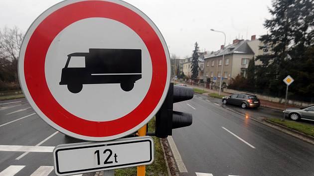 Ilustrační foto - zákaz vjezdu kamionů