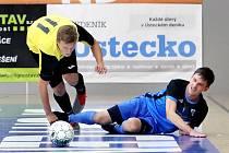 Futsal 2. liga - Rapid Ústí n/L (žlutočerní) porazil Chotěboř (modročerní) 8:5. Tomáš Jelínek