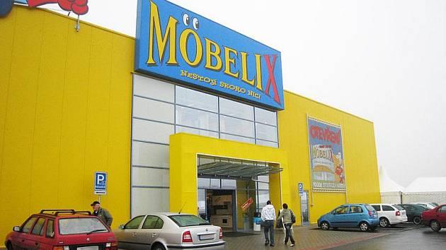 Ústí nad Labem – To máte nádobí, povlečení, nábytek, vybavení,... Zařizování nového bytu může být náročné. A taky nákladné. Otevření nového Möbelixu ve Všebořicích jsme proto s přítelkyní netrpělivě očekávali.