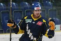 Ústečtí hokejisté (modří) doma v derby porazili Litoměřice 4:1.