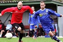 Fotbalisté Neštěmic (modří) remizovali v městském derby se Střekovem 1:1.